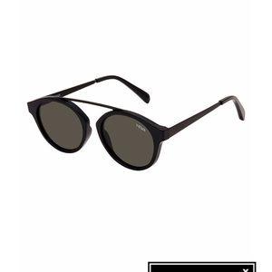 0c4a58c0bd1 White Fox Boutique Accessories - Veux Sunglasses